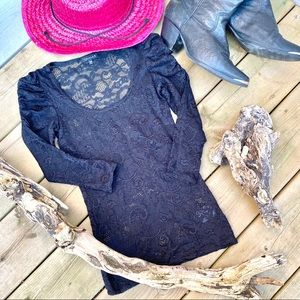 🖤sweet TALULA lace top with 3/4 Ruched sleeve